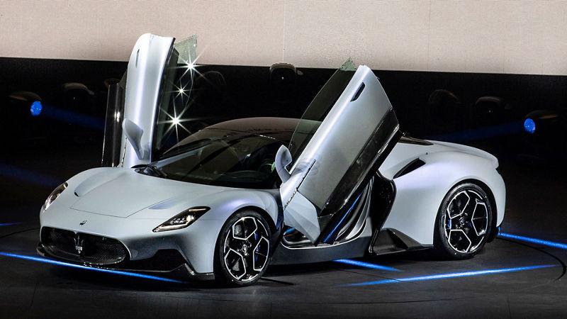 """Maserati Show """"MMXX: Time to be Audacious"""":  Der neue Supersportwagen MC20, mit geöffneten Türen"""