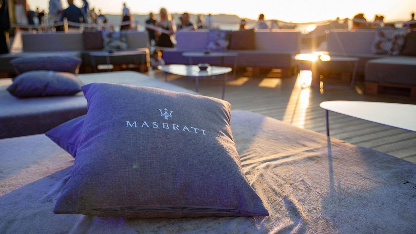 Maserati è ospite del Phi Beach Club di Baja Sardinia in Costa Smeralda