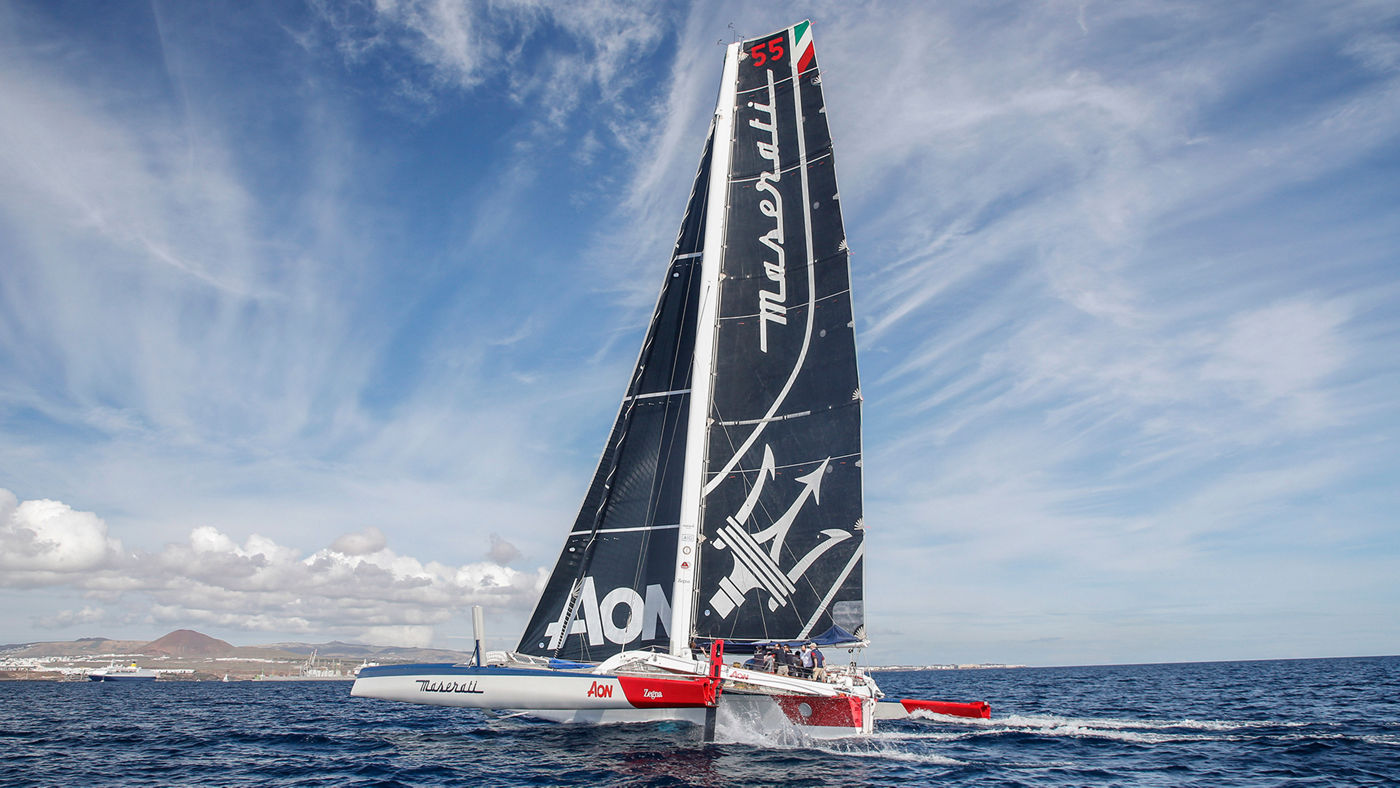 Il multiscafo Maserati Multi70 al largo di Lanzarote per la regata del Royal Ocean Racing Club