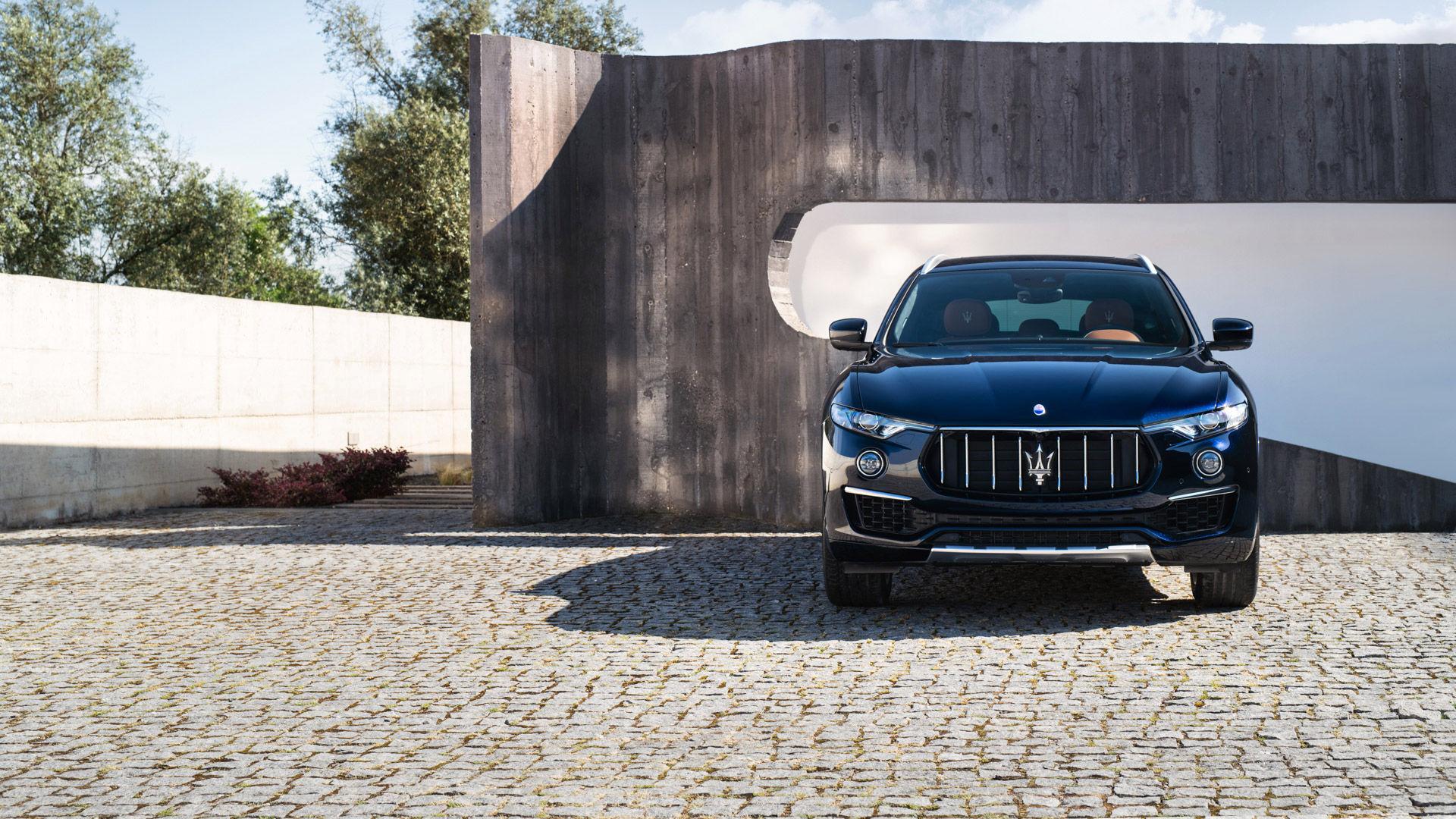 Maserati Levante nera MY19: il SUV della Casa del Tridente. Disponibile anche con la formula di noleggio a lungo termine.