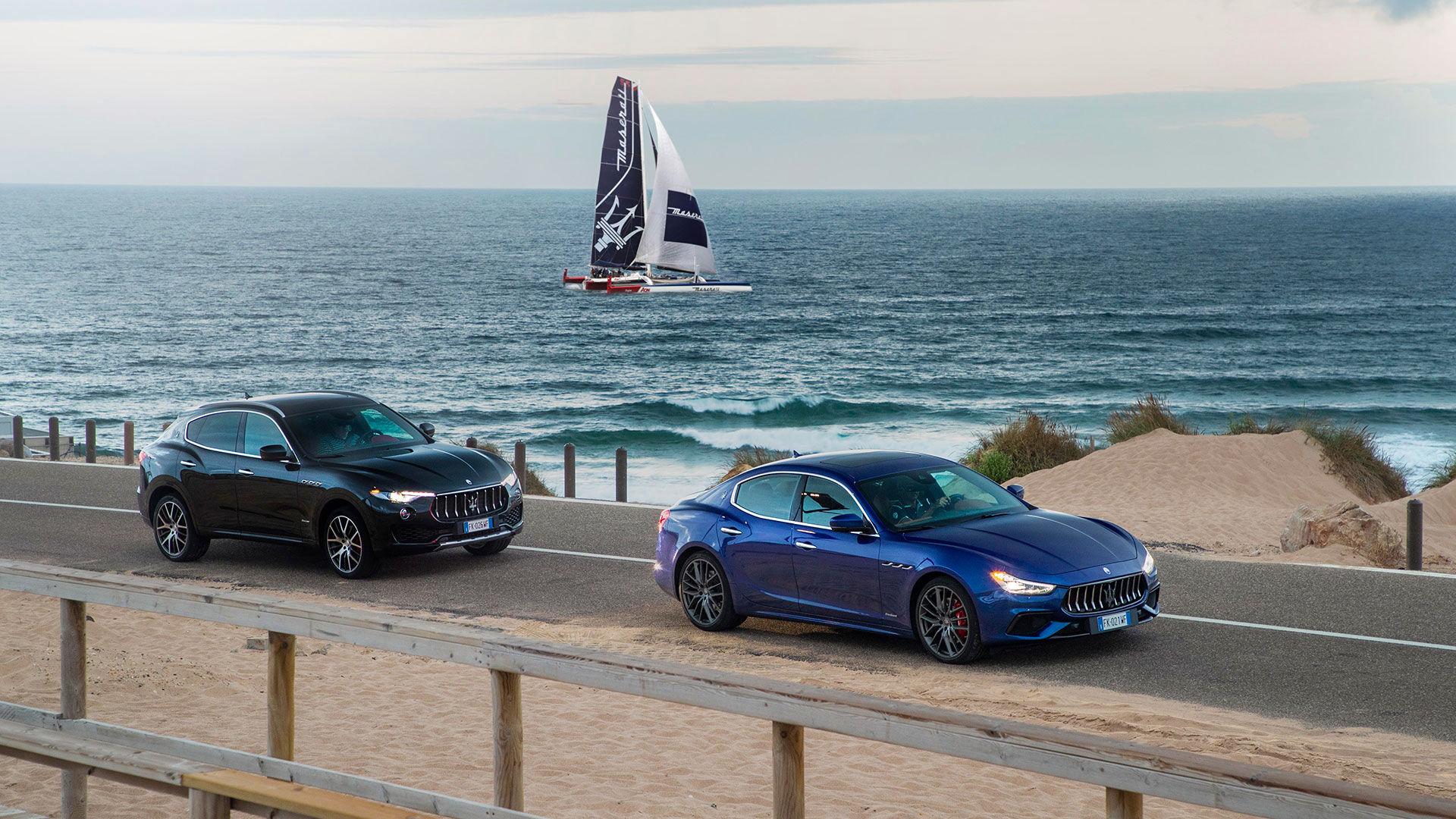 Il trimarano Maserati Multi70 al largo della Baja Sardinia per Maserati Drive&Sail Experience