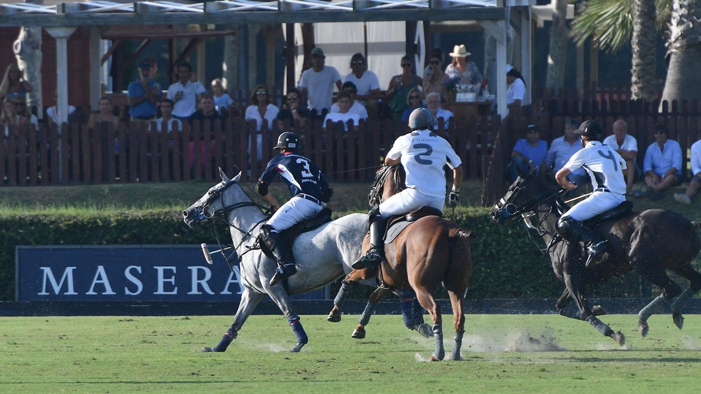Un momento della partita di Polo a Sotogrande tra le squadre Lechuza Caracas e La Indiana