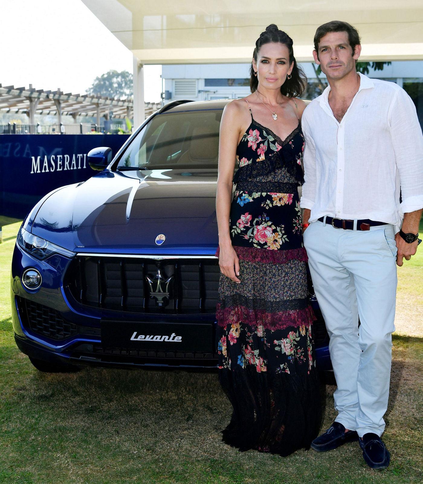 La top model Nieves Alvarez e il giocatore di polo Malcolm Borwick accompagnai dal SUV Levante al Santa Maria Polo Club