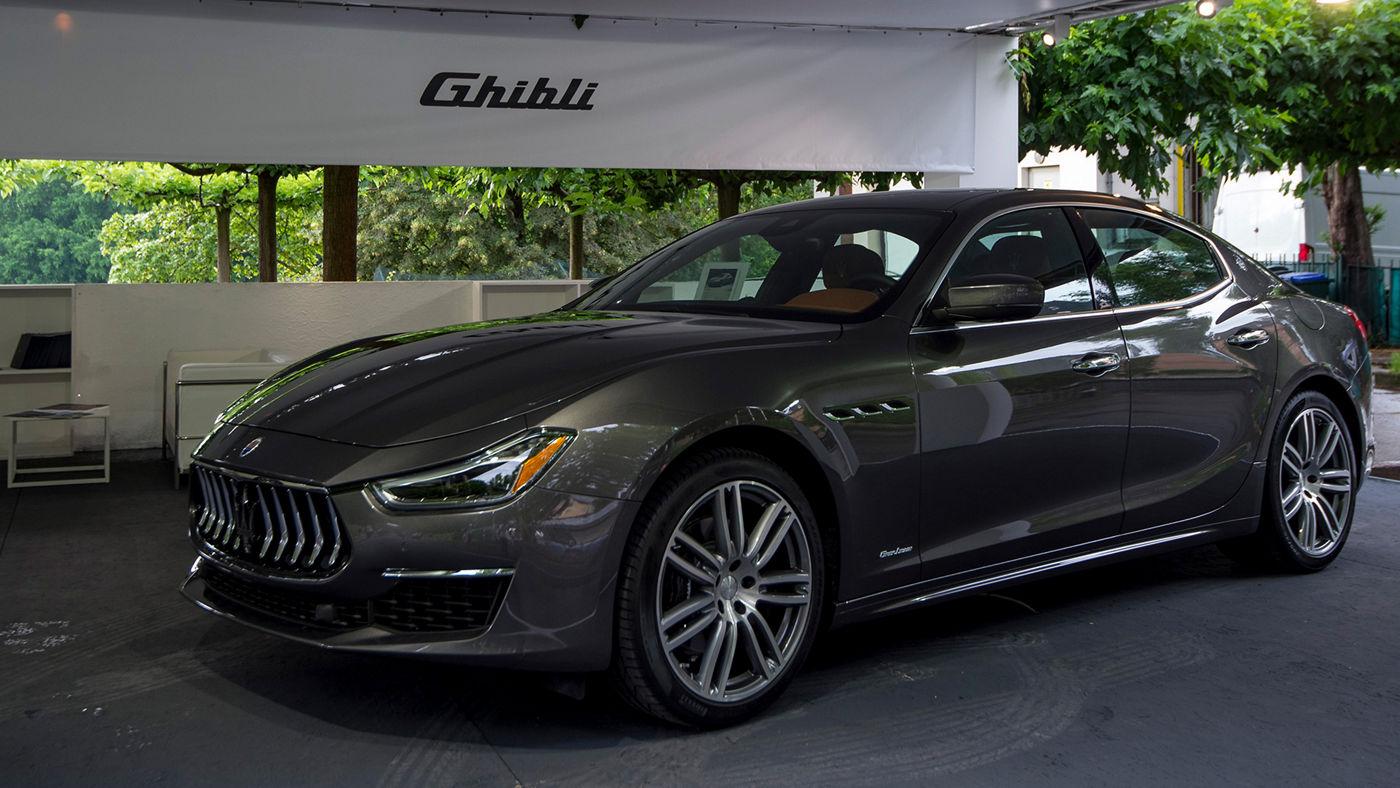 La berlina Maserati Ghibli GranLusso in esposizone al Salone dell'Auto di Torino