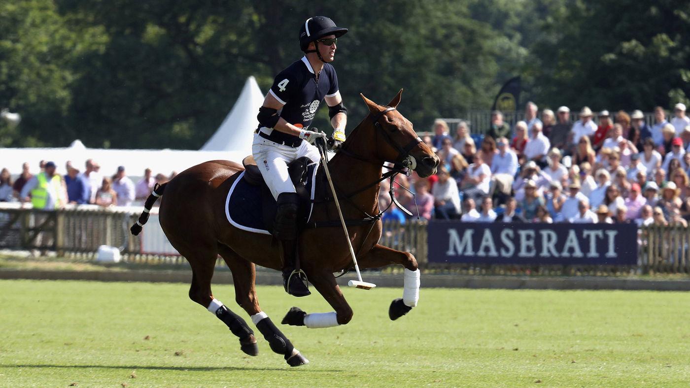 Il Principe William a cavallo durante il torneo internazionale di polo de La Martina e Maserati