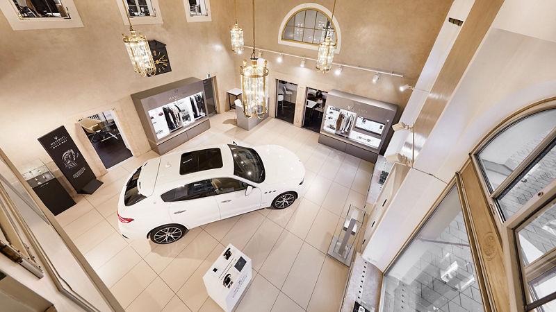 Maserati München am Odeonsplatz, Innenansicht von oben des Maserati Stores