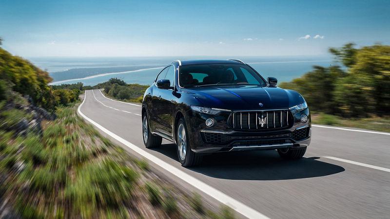Maserati Levante in Fahrt, Frontansicht