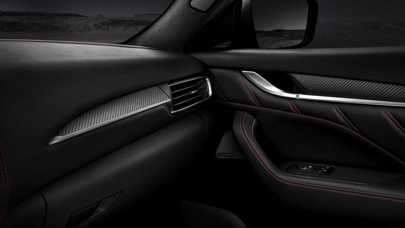 Maserati Levante Trofeo V8, dettaglio portiera lato passeggero