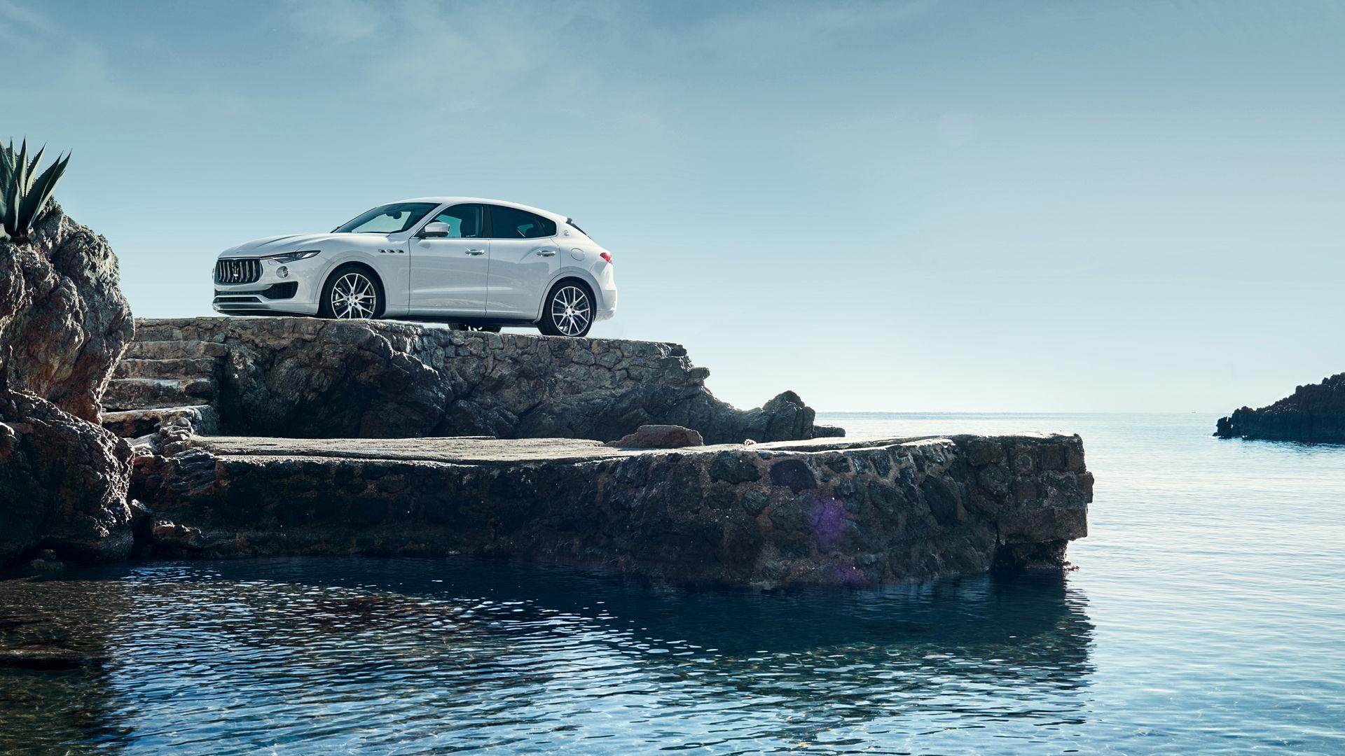 Maserati Levante Bianco - esterna, vista laterale