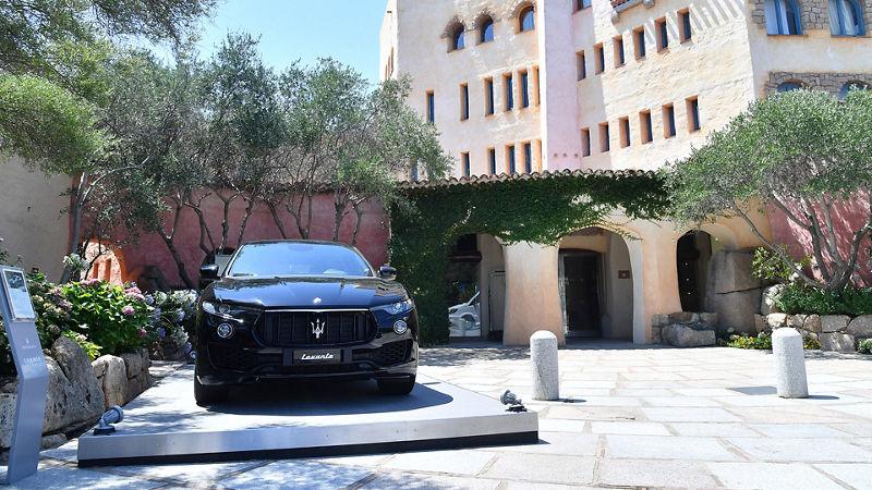 Levante, il SUV Maserati, nello splendido contesto dell'Hotel Cala di Volpe, in Sardegna
