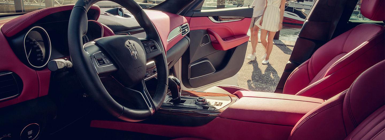 Maserati - Design d'intérieur - Cuir rouge