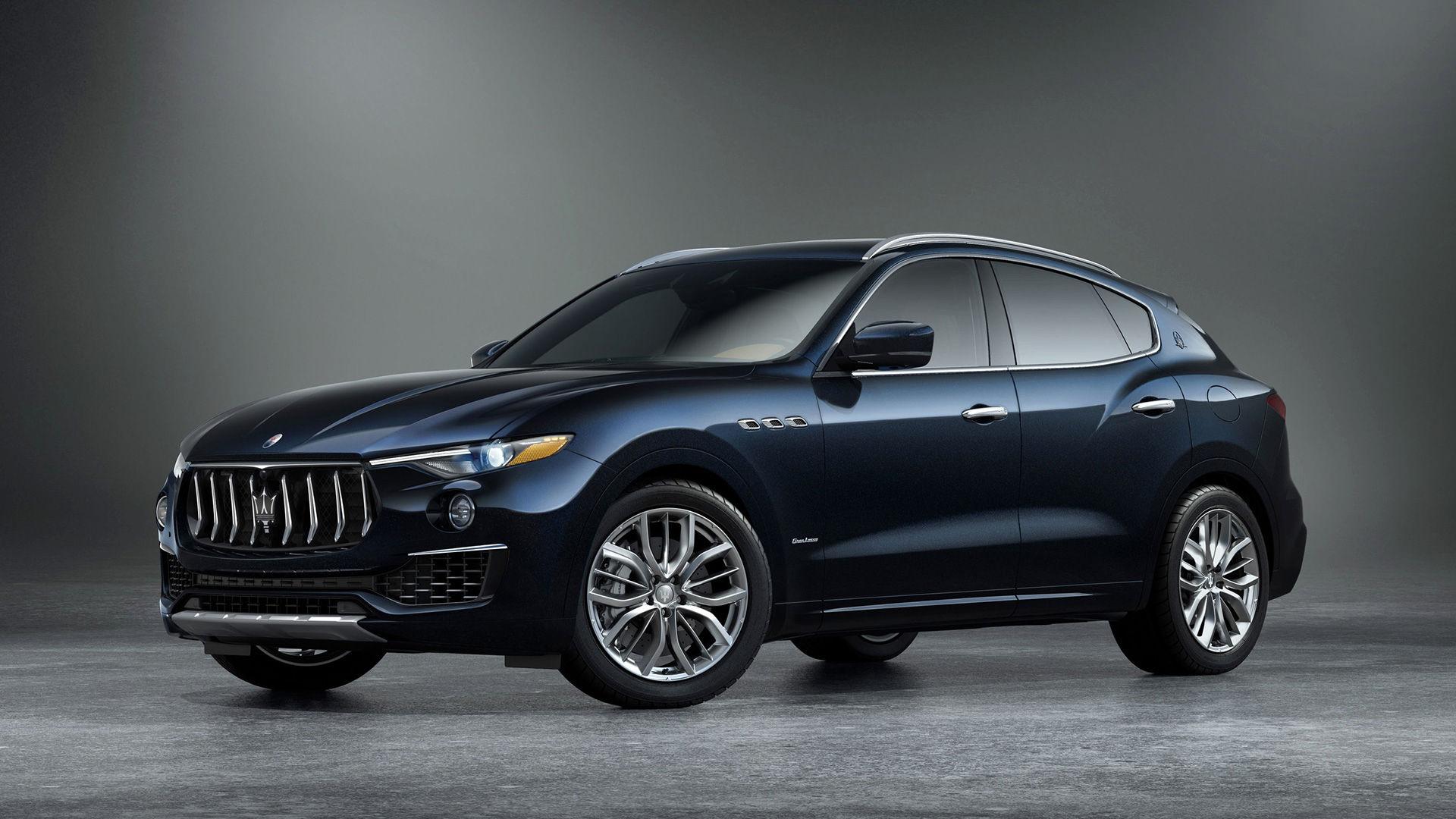Maserati Levante SUV Edizione Nobile - side view - color Blue Nobile (royal blue)