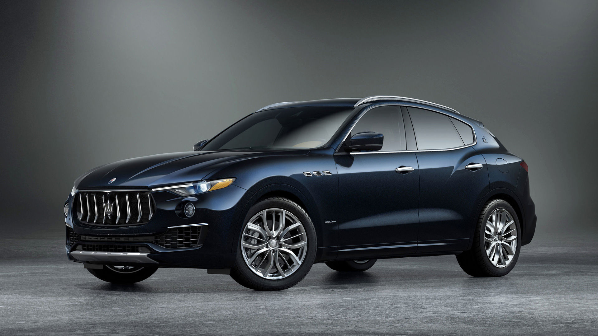 Maserati Levante SUV Edizione Nobile - side view - color Blue Nobile (royal blue)