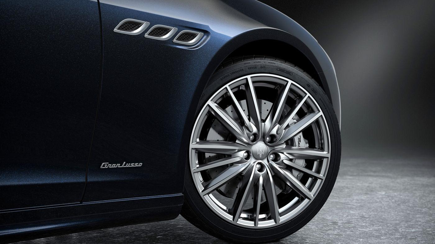 Maserati Quattroporte Edizione Nobile - détail extérieur - jantes Perseo, étriers de frein argentés