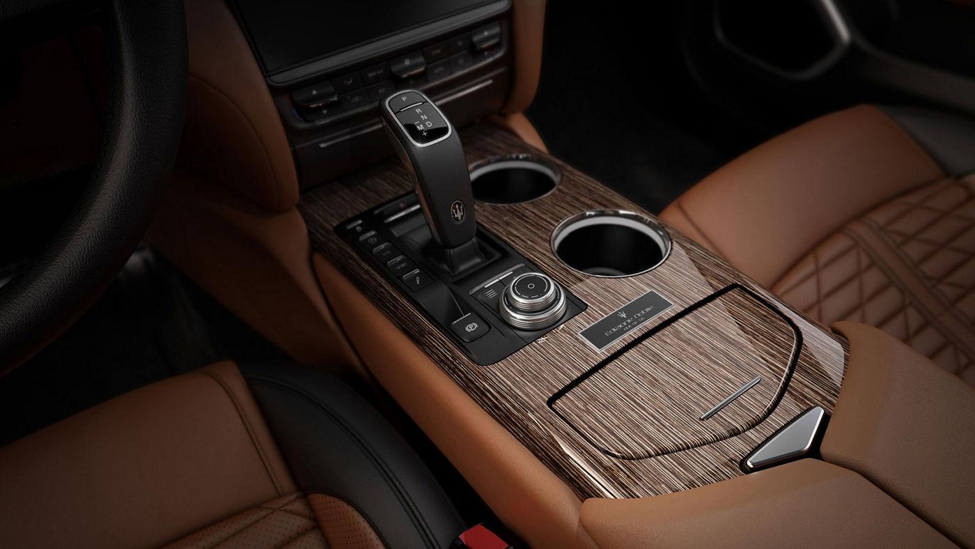 Maserati Quattroporte Edizione Nobile central console