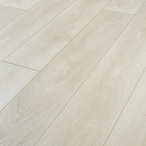 Wickes Aspen Light Oak Laminate Flooring - 2.22m2 Pack