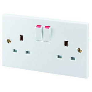 Wickes 13 Amp Twin Switched Plug Socket - White
