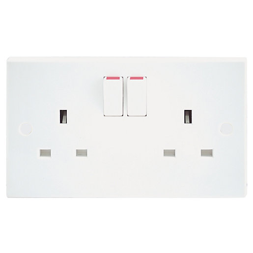 BG 13 Amp Twin Double Pole Switched Power