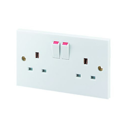 Wickes 13 Amp Twin Switched Plug Socket -