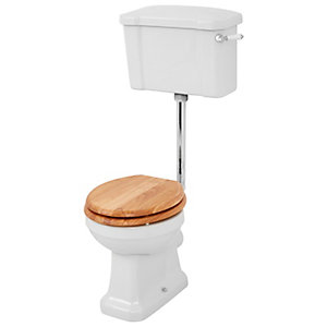 Wickes Oxford Traditional Low Level Toilet Pan, Cistern & Oak Soft Close Seat