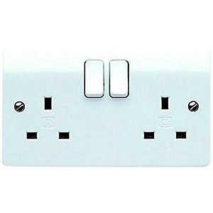 MK 13A Switched Twin Plug Socket - White