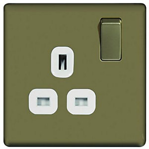 Wickes 13A Screwless Single Switched Socket - Pearl Nickel