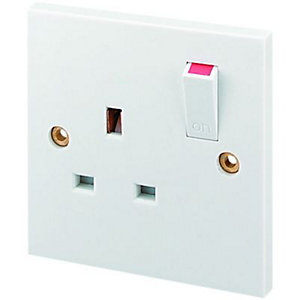 Wickes 13A Single Switched Plug Socket - White