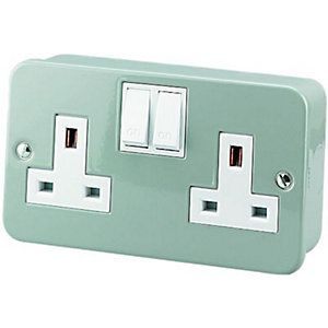 Wickes Metal Clad 2 Gang Switched Socket - Grey