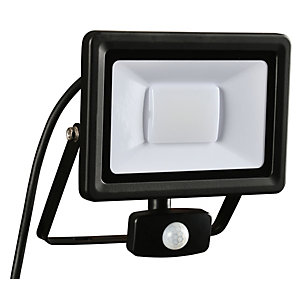 Wickes Aluminium PIR Sensor Floodlight IP44 Black 30W