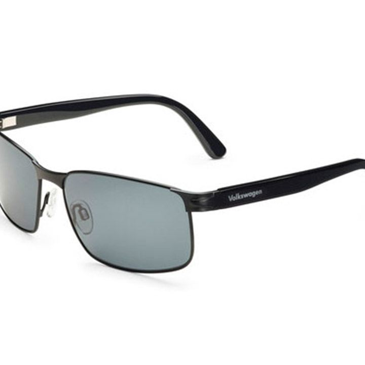 Gafas de sol para caballero en color negro disponibles en VW Collection de Lifestyle