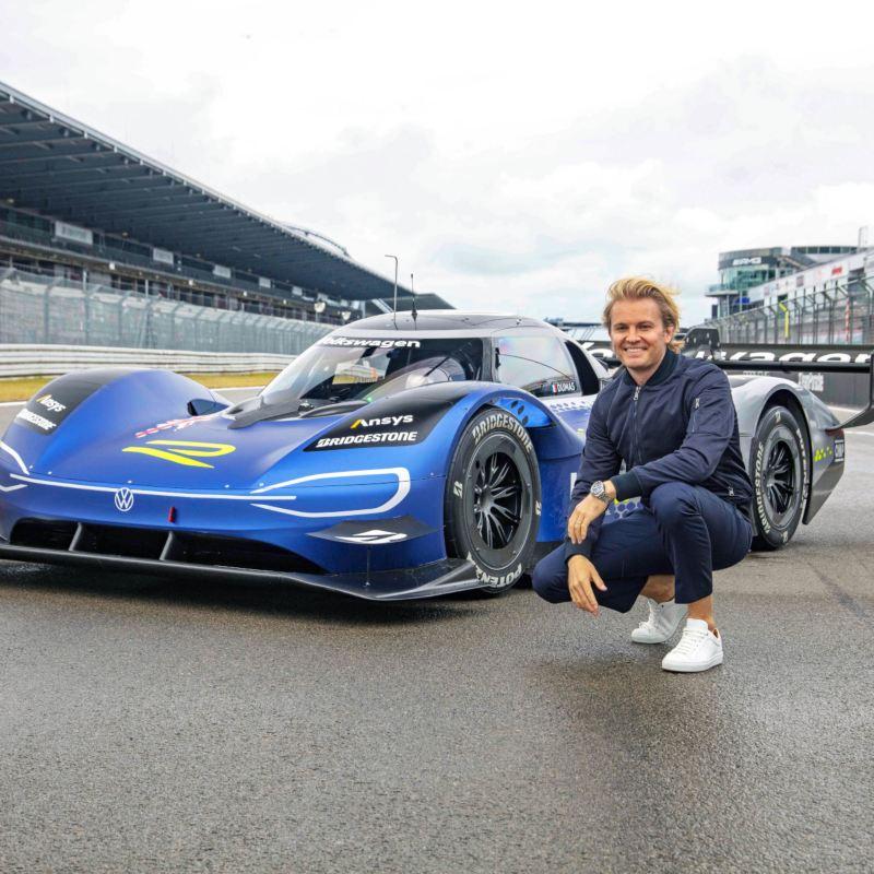 Nico Rosberg testuje Volkswagena ID.R – wyczynowy elektryczny samochód sportowy