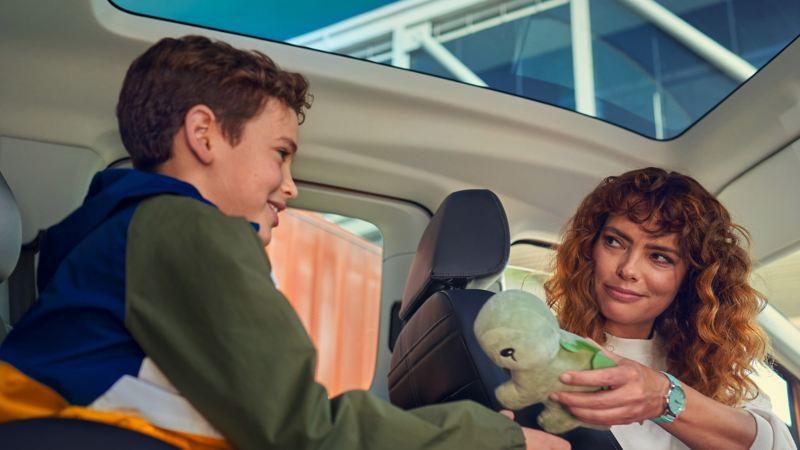 Nye Caddy 5 stor personbil familiebil stort bagasjerom 7-seter digital cockpit infotainment panorama glasstak