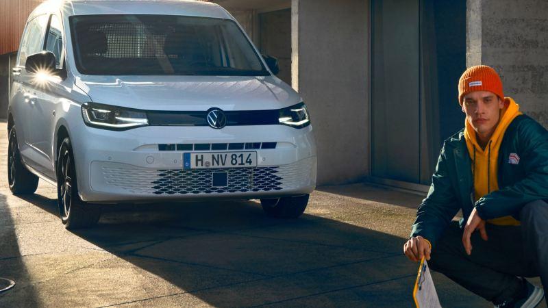 Nye Caddy 5 liten varebil stor personbil familiebil stort bagasjerom 7-seter digital cockpit infotainment panorama glasstak