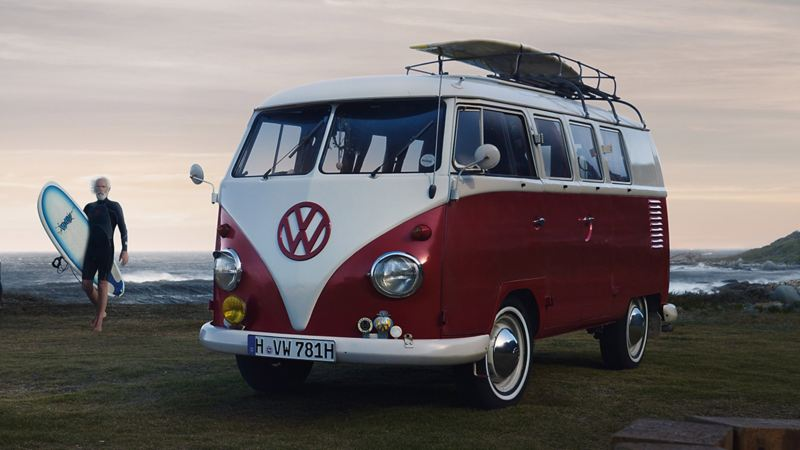 Trygt bruktbilkjøp hos Volkswagen Nyttekjøretøy bruktbil brukte varebiler VW brukt pickup T6 Transporter 1975 interiør veteranbil