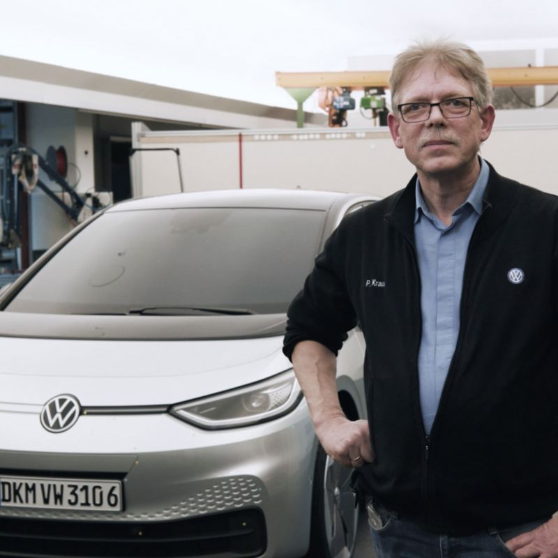 Peter Kraus infront of a car.