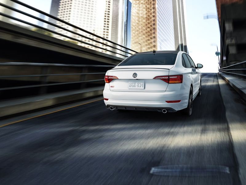 Feel the grip with the dynamic chassis of the Jetta GLI