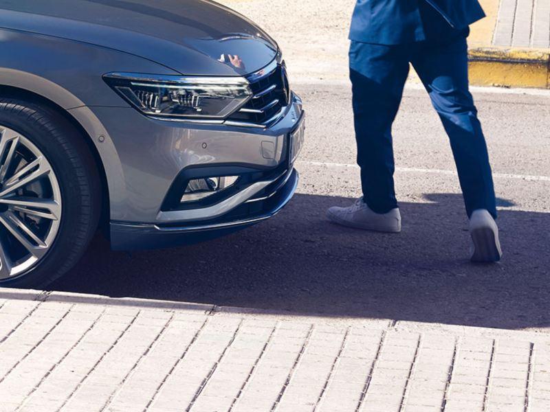 asistente frontal de un Volkswagen Passat detectando un peatón