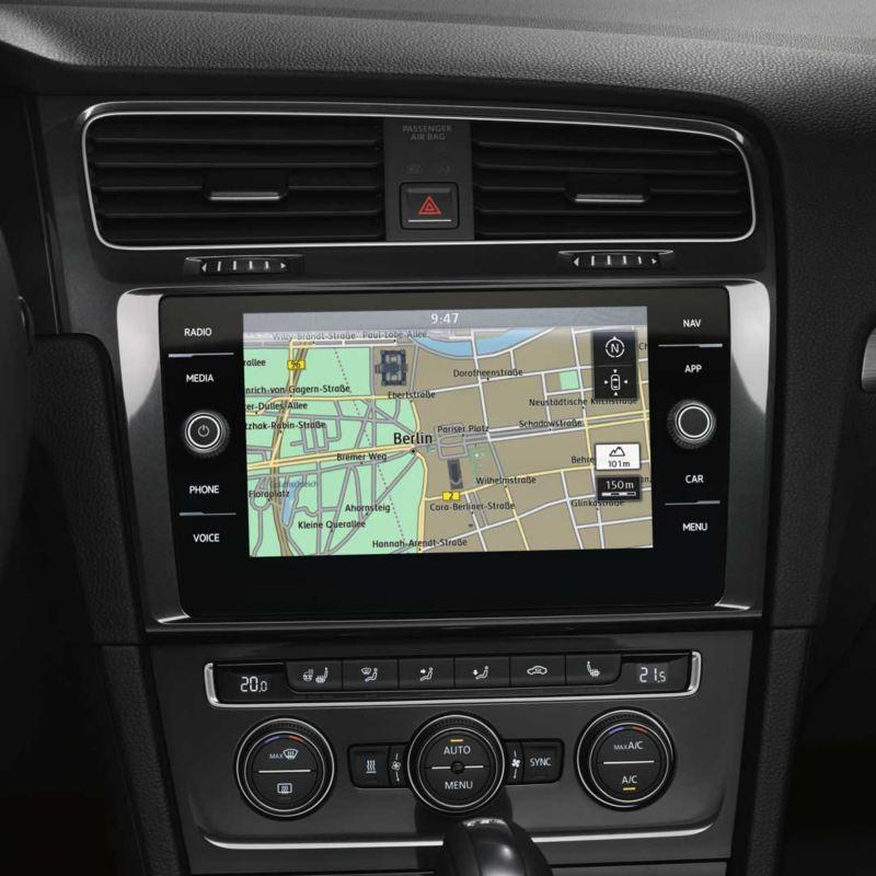 Vista frontal del sistema de navegación Discover Media de un Volkswagen Golf