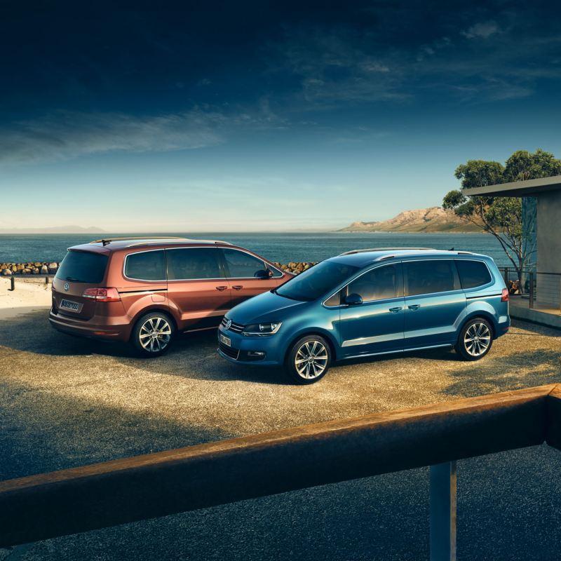 Dos Volkswagen Sharan aparcados, ofertas