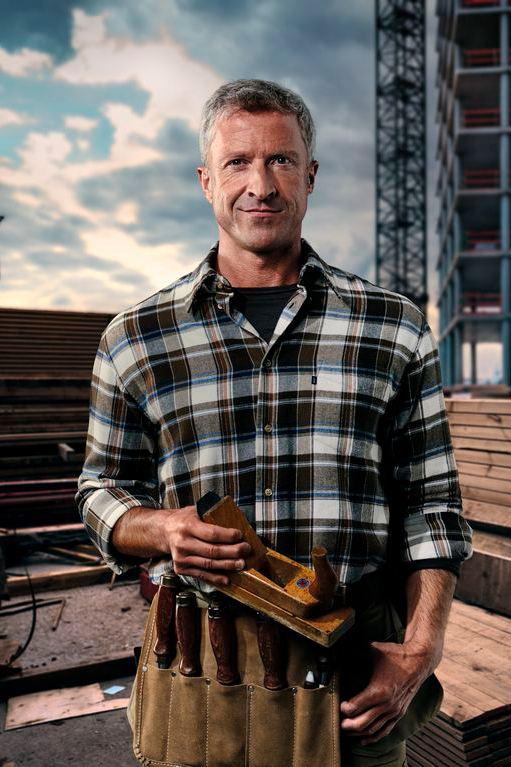 hombre mirando de frente crafter box