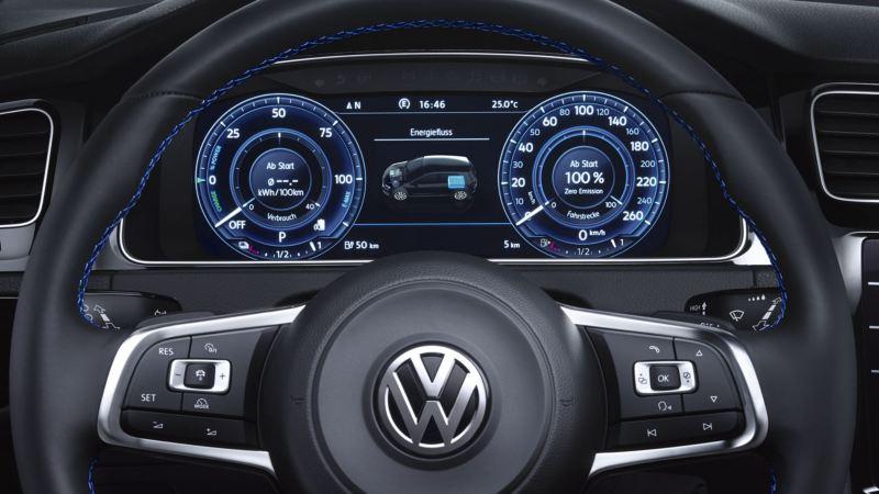 Vista delantera del volante y el Digital Cockpit de un e-Golf