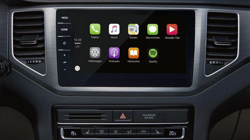 Vista frontal de la pantalla táctil con el dispositivo App Connect de un Golf Sportsvan