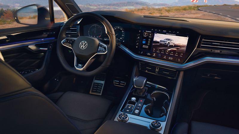 Das moderne Cockpit eines VW Touareg R – Innovision Cockpit