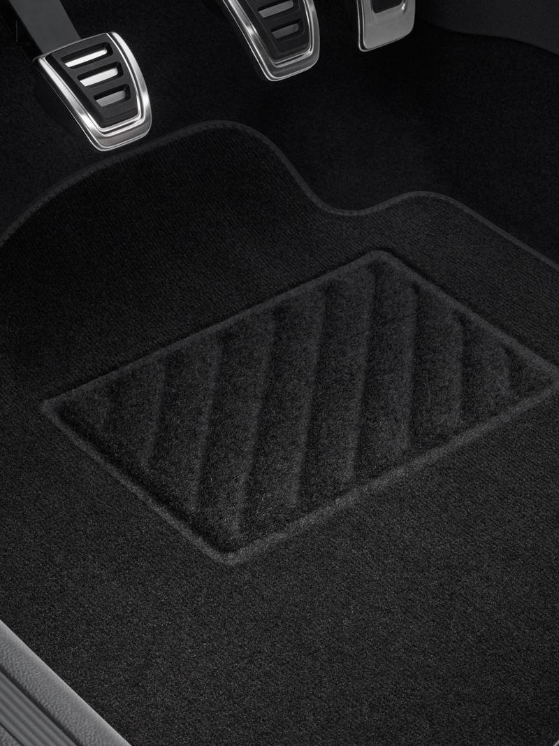 Phụ kiện  VW thảm lót sàn của một chiếc xe màu cam