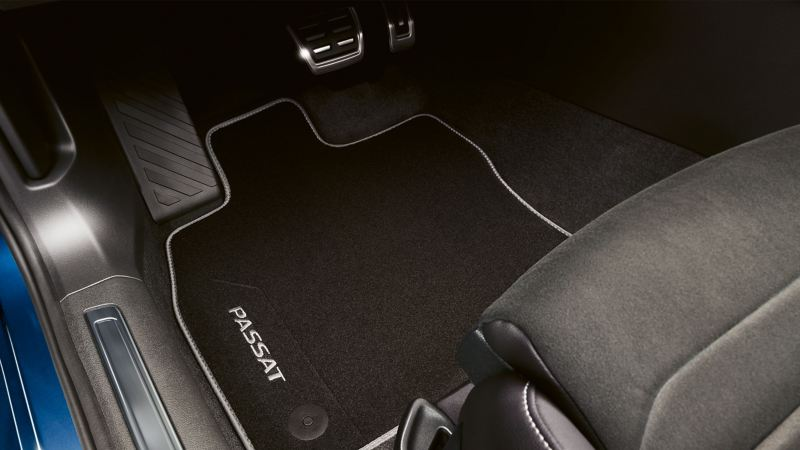 Phụ kiện  VW thảm lót sàn của một chiếc VW Passat màu xanh