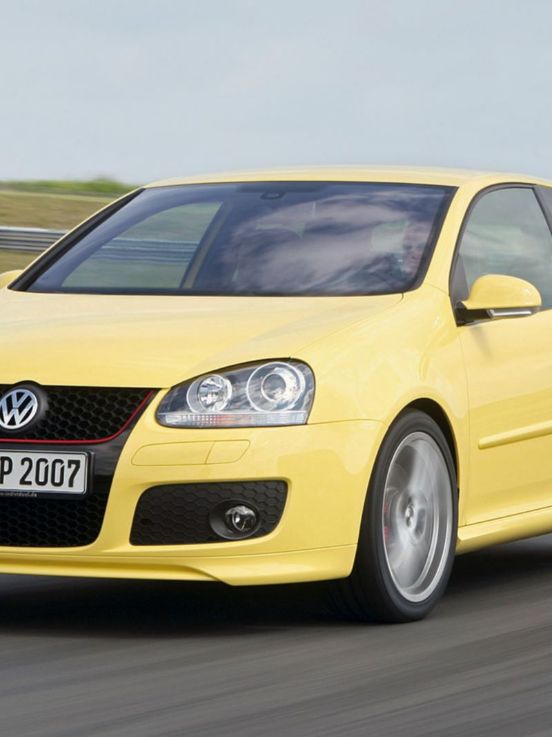 Volkswagen Golf GTI 5 in pista