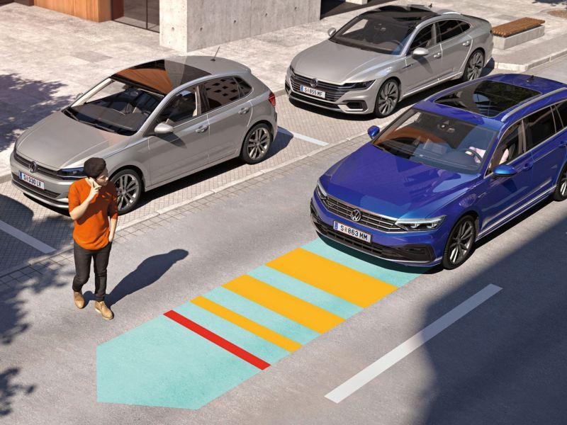 Persona cruzando la calle delante de un Passat Alltrack y representación gráfica del asistente frontal