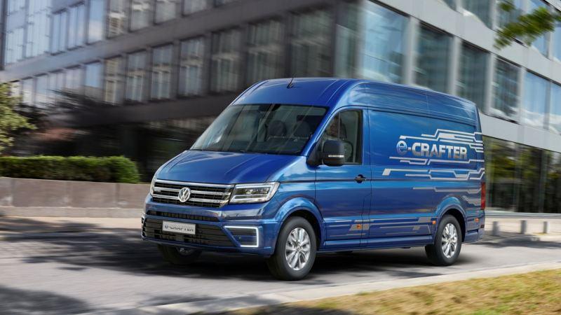 Volkswagen Utilitaires e-crafter bleu ville
