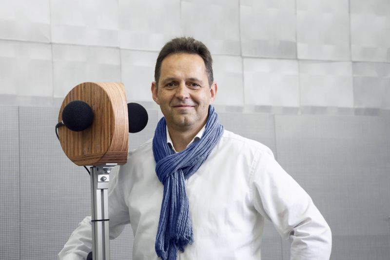 Dr. Ingo Hapke from the Volkswagen Acoustic Team