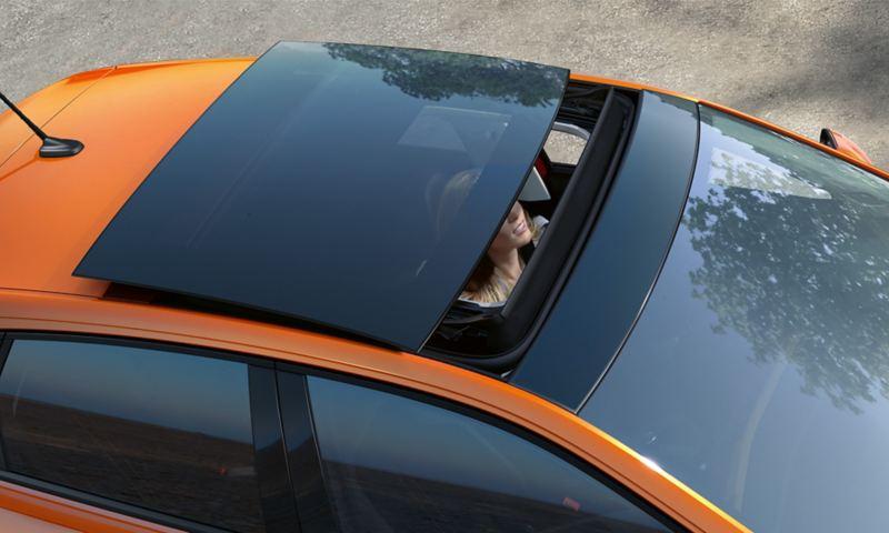 Polo'nun panoramik açılır cam tavanı